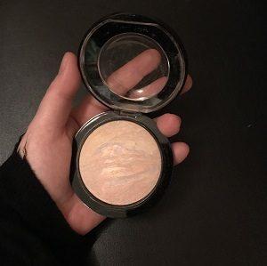 MAC Mineralize Skinfinish Lightscapade test och recension